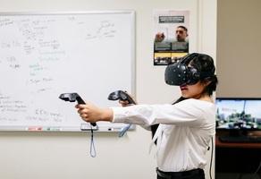 Student using virtual reality apparatus
